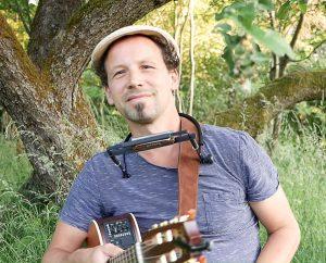 Liedermacher-Abend mit Sascha Lej im Café Hier & Jetzt @ Café Hier & Jetzt